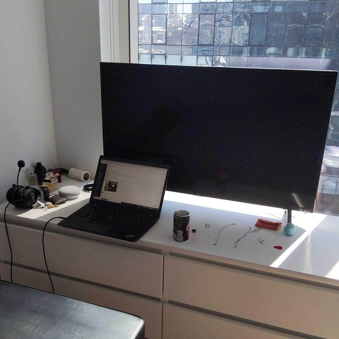 leo's desk